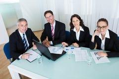 Επιχειρησιακή συνεδρίαση για τη στατιστική ανάλυση Στοκ εικόνα με δικαίωμα ελεύθερης χρήσης