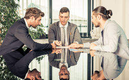 Επιχειρησιακή συνεδρίαση στο γραφείο στοκ εικόνες