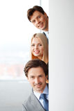 επιχειρησιακή φωτογραφική μηχανή διαφορετικά πέντε που φαίνεται χαμογελώντας ομάδα επιτυχίας πορτρέτου μελών τους Στοκ Εικόνα