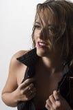 επιχειρησιακή undressing γυναίκ&alpha Στοκ εικόνες με δικαίωμα ελεύθερης χρήσης