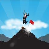 Επιχειρησιακοί χαρακτήρες Επιχειρηματίας με τη σημαία στην κορυφή βουνών Στοκ φωτογραφία με δικαίωμα ελεύθερης χρήσης