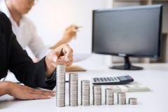 Επιχειρησιακός λογιστής ή τραπεζίτης, πνεύμα ανάλυσης δύο συνέταιρων Στοκ Φωτογραφία