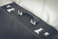Επιχειρησιακός χαρτοφύλακας στον καναπέ Στοκ εικόνες με δικαίωμα ελεύθερης χρήσης