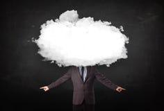Επιχειρησιακό άτομο με το άσπρο σύννεφο στην επικεφαλής έννοιά του Στοκ φωτογραφία με δικαίωμα ελεύθερης χρήσης