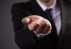 Επιχειρησιακό άτομο με το κενό χέρι Στοκ Φωτογραφία