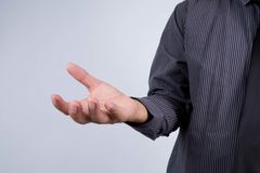 Επιχειρησιακό άτομο με το κενό χέρι Στοκ Φωτογραφίες