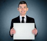 Επιχειρησιακό άτομο με το χαρτόνι Στοκ εικόνες με δικαίωμα ελεύθερης χρήσης