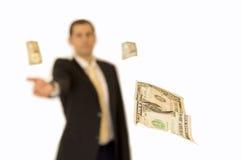 Επιχειρησιακό άτομο που δίνει τα χρήματα Στοκ Φωτογραφίες