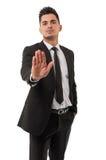 Επιχειρησιακό άτομο που παρουσιάζει σημάδι στάσεων στοκ φωτογραφία