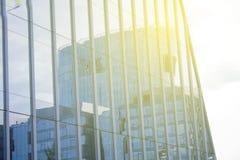 Επιχειρησιακό εταιρικό κτήριο χρηματοδότησης Σύγχρονο blure ουρανοξυστών υψηλή τεχνολογία ανασκό&pi Χαμηλή ευρεία γωνία Φλόγα φακ Στοκ Φωτογραφίες