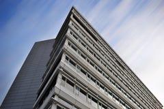 Επιχειρησιακό κτήριο και ο ουρανός Στοκ Φωτογραφίες
