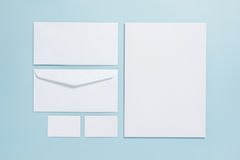 Επιχειρησιακό μαρκάροντας πρότυπο προτύπων στο μπλε χρώμα κρητιδογραφιών backgroun Στοκ Εικόνες