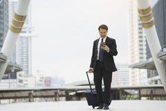Επιχειρησιακό ταξίδι ταξιδιωτικών ταξιδιών επιχειρηματιών Στοκ εικόνες με δικαίωμα ελεύθερης χρήσης