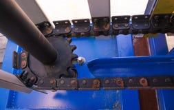 Επιχειρησιακό φορτίο μπουκαλιών ζωνών υποβάθρου γραμμών μεταφορέων Στοκ Φωτογραφία