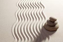 Επιδίωξη για τις λύσεις με την τοποθέτηση zen Στοκ φωτογραφίες με δικαίωμα ελεύθερης χρήσης