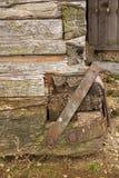 Επιδιορθώσεις στην παλαιά ξύλινη δομή στοκ εικόνες