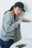 Επιδιόρθωση στο κύπελλο τουαλετών στοκ εικόνες