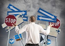 Επιλογές και σύγχυση ενός επιχειρηματία στοκ εικόνα
