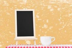 Επιλογές πινάκων με την επίδειξη φλυτζανιών καφέ tabletop υφάσματος με Στοκ εικόνα με δικαίωμα ελεύθερης χρήσης