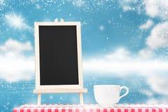 Επιλογές πινάκων με την επίδειξη φλυτζανιών καφέ tabletop υφάσματος με Στοκ εικόνες με δικαίωμα ελεύθερης χρήσης