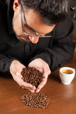 Επιλογή ποιοτικού καφέ στοκ φωτογραφία με δικαίωμα ελεύθερης χρήσης