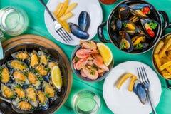 Επιλογή του γεύματος θαλασσινών στο ξύλινο υπόβαθρο Στοκ Φωτογραφία