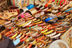 Επιλογή του bijouterie στη μαροκινή αγορά Στοκ Εικόνα