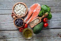 Επιλογή των τροφίμων που είναι καλή για την καρδιά Στοκ φωτογραφίες με δικαίωμα ελεύθερης χρήσης