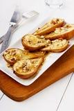 Επιδόρπιο από τα ψημένα αχλάδια με το μέλι και τα καρύδια Στοκ φωτογραφία με δικαίωμα ελεύθερης χρήσης