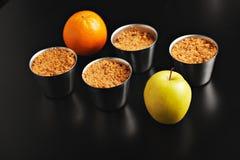 Επιδόρπιο θίχουλων της Apple με τα φρούτα Στοκ Εικόνες