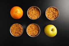 Επιδόρπιο θίχουλων της Apple με τα φρούτα Στοκ φωτογραφία με δικαίωμα ελεύθερης χρήσης