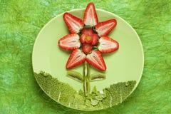 Επιδόρπιο λουλουδιών φραουλών Στοκ Φωτογραφία