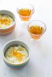 Επιδόρπιο πουτίγκας ρυζιού που ολοκληρώνεται με την πορτοκαλιά φλούδα Στοκ Εικόνες