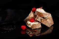Επιδόρπιο που γίνεται από τα μπισκότα και τη σοκολάτα Στοκ εικόνες με δικαίωμα ελεύθερης χρήσης