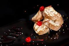 Επιδόρπιο που γίνεται από τα μπισκότα και τη σοκολάτα Στοκ εικόνα με δικαίωμα ελεύθερης χρήσης