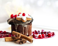 Επιδόρπιο Χριστουγέννων - σκοτεινό souffle σοκολάτας Στοκ φωτογραφίες με δικαίωμα ελεύθερης χρήσης