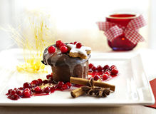 Επιδόρπιο Χριστουγέννων - σκοτεινό souffle σοκολάτας Στοκ εικόνες με δικαίωμα ελεύθερης χρήσης
