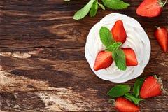 Επιδόρπιο pavlova φραουλών Στοκ εικόνες με δικαίωμα ελεύθερης χρήσης