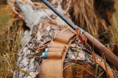 Εποχή κυνηγιού φθινοπώρου Εννοιολογικό υπόβαθρο κυνηγιού υπαίθριος αθλητισμός Στοκ Εικόνες