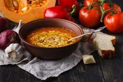 Εποχιακή καυτή σούπα κολοκύθας, vegaterian έννοια τροφίμων Στοκ Φωτογραφίες