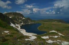 Επτά λίμνες Rila, Βουλγαρία - καλοκαίρι πέρα από τη λίμνη νεφρών Στοκ Εικόνες