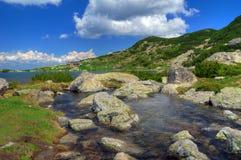 Επτά λίμνες Rila, Βουλγαρία - καλοκαίρι πέρα από τη λίμνη ψαριών Στοκ Εικόνες