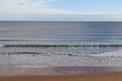 λεπτή χρυσή καλή κυματωγή θάλασσας πτώσης Στοκ φωτογραφία με δικαίωμα ελεύθερης χρήσης