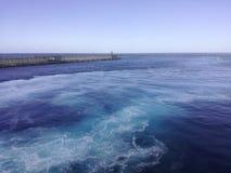 λεπτή χρυσή καλή κυματωγή θάλασσας πτώσης Στοκ Εικόνα