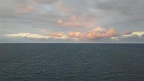 λεπτή χρυσή καλή κυματωγή θάλασσας πτώσης στοκ εικόνες