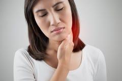 επώδυνη γυναίκα λαιμού στοκ εικόνες με δικαίωμα ελεύθερης χρήσης