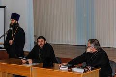 Ερασιτεχνικοί αθλητικοί ανταγωνισμοί στην πετοσφαίριση, τις αθλητικές οργανώσεις και τη ρωσική Ορθόδοξη Εκκλησία στην περιοχή Gom Στοκ εικόνα με δικαίωμα ελεύθερης χρήσης