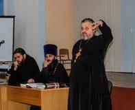 Ερασιτεχνικοί αθλητικοί ανταγωνισμοί στην πετοσφαίριση, τις αθλητικές οργανώσεις και τη ρωσική Ορθόδοξη Εκκλησία στην περιοχή Gom Στοκ Φωτογραφία