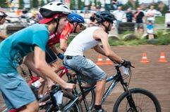 Εραστές ποδηλατών ανταγωνισμού Στοκ φωτογραφίες με δικαίωμα ελεύθερης χρήσης