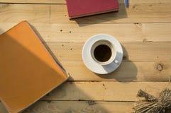 Εργάσιμη ημέρα με τον καφέ Στοκ εικόνες με δικαίωμα ελεύθερης χρήσης